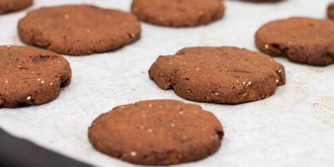 A plate of cacao refrigerator cookies