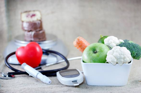 A healthy diet that can prevent diabetes, next to a bad one that can cause it